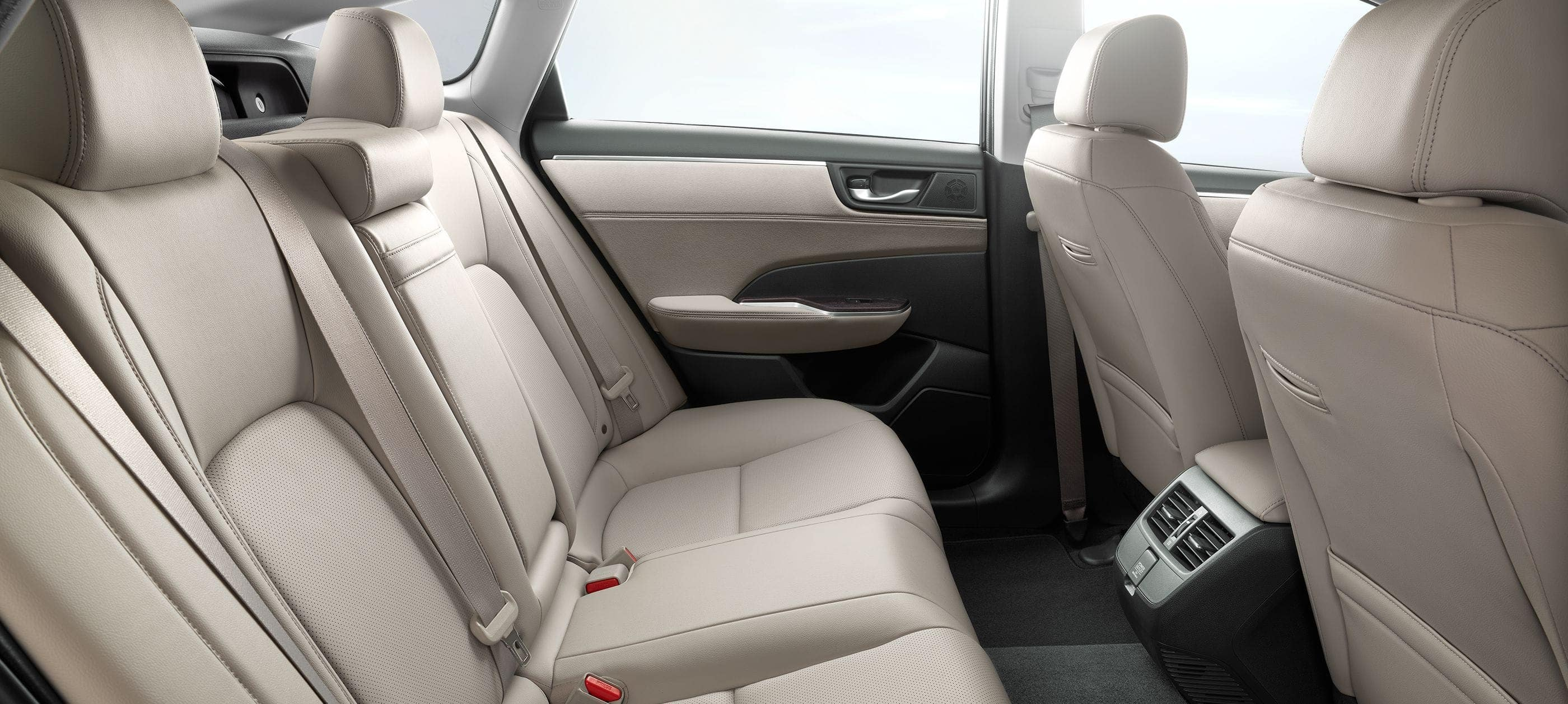 Rear seats of 2018 Clarity Plug-in Hybrid with beige leather-trimmed seating surfaces.